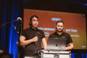 Entwickler von INKA+ bei der Live-Demo auf der Bühne